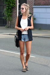 Jint B. - Rebecca Stella For Nelly Denim Shorts, Zara Black Vest - Denim shorts