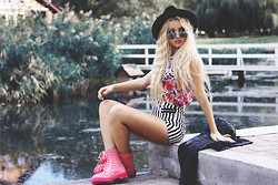 Krist Elle - Style Moi Striped Shorts High Waist, Dr. Martens Pink Spiked Dr.Martens Boots - My striped shorts