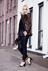 Anita VDH - The Sting Fake Leather Baggy Pants, Zara Black Open Heels, The Sting Black Lace T Shirt, Costes Fake Fur Gilet - Chique All Over
