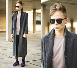 Daniil Shamatrin - Follow My Eyes Coat, Follow My Eyes T Shirt, Follow My Eyes Shoes - Labyrinth Ear