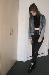 Elly Sutherland - Asos Black Crop Top With Long Sleeves And Turtle Neck, Topshop Black High Waisted Ripped Joni Jeans (Diy), River Island Black Zip Front Block Heel Ankle Boots, Urban Outfitters Denim Jacket, Tesco Black Hair Scrunchie - THIS ISN'T LONDON