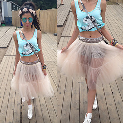 Roshini Daswani - Asos Full Midi Skirt In Mesh, Asos 90s Heart Invisible Choker Necklace, Le Specs Electric Warrior, Rock 'N Rose Lydia Blossom Crown Headband - Dreamville Fairy