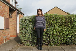 Leanne Winters - New Look Ripped Jeans - Black stripes