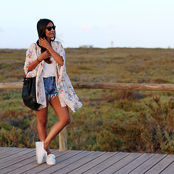 Leticia Neidl - In Love With Fashion Kimono, Forever 21 Shirt, Melacine Moon Shorts, H&M Shoes - Faro.