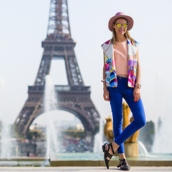 Dasha Gold - Lack Of Color Hat, Bebe Color Vest, Shakuhachi Nude Top, Zara Blue Pants, Alias Mae Flat Shoes - Oui Paris