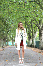 Vee Vee - Primark Cream Trench Coat, Primark Floral Sweater, Topshop Suede Red Shorts - The last of the green leaves
