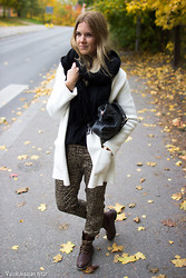 Sanna - Tiger Of Sweden Bag, Marimekko Pants, Gina Tricot Coat, Acne Studios Scarf - Tiger pants