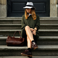 Iris . - Oxfords Brogues, H&M Green Wool Sweater, Maison Michel Hat - FRINGED OXFORDS