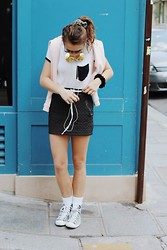 Larissa (Larz) May - French Disorder Sweatshirt, Lily White Skirt, Brandy Melvilelle Eu T Shirt, Kate Spade Sneakers, Frends Headphones, Wildfox Couture Sunglasses - LA PIPELETTE : FRENCH DISORDER