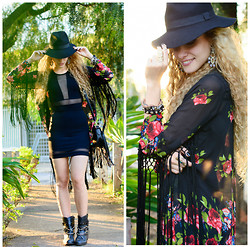Manuela Gomes - Choies Floral Tassel Kimono, Colcci Mesh Dress - Are you comming with me?