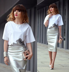EWELYN D. - River Island Skirt, Zara Blouse - Elegant and modern metallic look