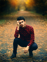 Dainius Teišerskis - Hair, Shirt, H&M Jeans, Shoes - Falling leaves