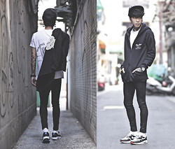 IVAN Chang - Wrong People T Shirt Stampata   Poseidon, Wrong People Felpa Stampata Con Cappuccio   Rose, Topman Black Skinny Jeans, Nike Air Max 1 City London, Tastemaker 達新美 Black Snapback - 141014 TODAY STYLE