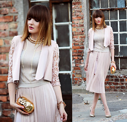 EWELYN D. - Bershka Skirt, Bershka Blazer - Powder pink with a little touch of gold