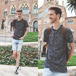 Martin Bonke - Topman Navy Blue Tee, Bershka Denim Shorts, Asos Boat Shoes - Carpe Diem.