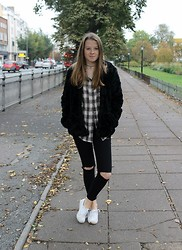 Nora Lauff - River Island Flannel, Asos Jeans, Vans Shoes, H&M Fake Fur Coat, Etsy Elephant Choker - Boyish in Fur