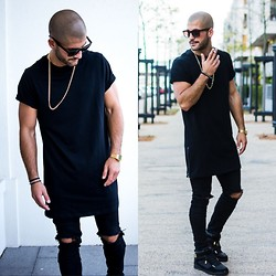 Kosta Williams - Asos Goldchain, Visionary Vsy Extended Long Shirt W. Sidezip, H&M Custom Made Skinny Jeans, Zara High Top Sneakers - Black with gold details