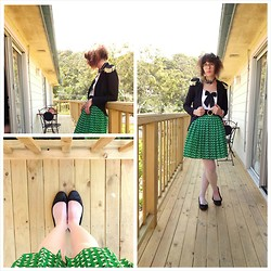 Jennifer Hankin - Princess Highway Pleated Apple Skirt, The Cats Pyjama Pants Tentacle Necklace, Black Friday Blazer - Pleated apples