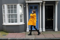 Nora Lauff -  - That yellow coat