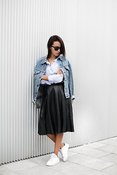 Lucita Y - Springfield Shirt, Levi's® Denim Jacket, Adidas Sneakers - BLUE SHIRT
