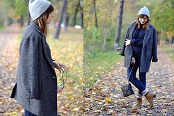 L T - H&M Beanie, Mango Sweater, H&M Ankle Boots, Topshop Socks - This is autumn.