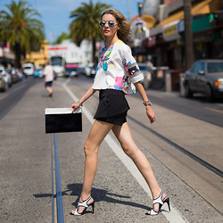 Dasha Gold - Bebe Printed Top, Sachi Shoes Black & White - Summer Styling