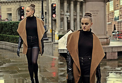 Agata Nika - Bershka Coat With Leather Sleeves, Primark High Waist Shorts, Basic Polo Neck, Primark Leather Gloves, Zara Ankle Boots - Autumn is calling...