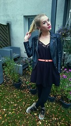 Nadja Firefly - Leather Motorjacket, H&M Black Lace Dress, Asos Waist Belt, Vans Leopard - Autumn Days