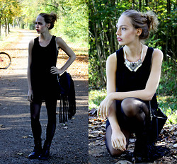 Alena Vave - Ichi Dress, H&M Bag, Bijou Brigitte Necklace, P2 Lipstick - BLACK FOREST
