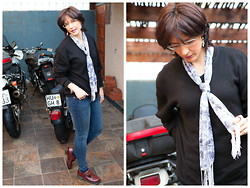 Clara's Concept - Country Road Skinny Jeans, Dr. Martens Flats - STYLE SHARE OUTFIT: Super Casual
