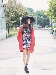 Sasyachi - Juneandjulia Lola Boots, Pull & Bear Outerwear, Hollyhoque Galactic Dress, Unbranded Hat - Hooked On a Feeling