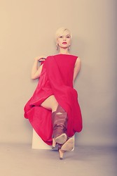 Arowen No'e -  - Red lips red dress
