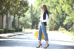 Nina Papaioannou TRENDSURVIVOR - Saint Laurent Stiletto, Levi's® Jeans - Mom Jeans Update