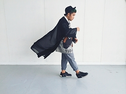 Abraham Guardian - H&M Wide Rimmed Hat, Nike Air Max Sneakers - ALBERT GOES MONOCHROME