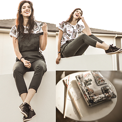 Elle-May Leckenby - Yeah Bunny Sushi T Shirt, Camper Black Leather - Sushi <3