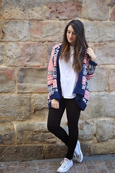 Amaia Álamo - Local Store Jacket, Zara Fashion Victim, Converse White, Stradivariuss Blacky - Romantic look.
