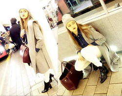 Agata Nika - Zara Grey Coat, H&M Shopper Bag, Zara White Jeans, Zara Ankle Boots, H&M Denim Shirt, Primark Grey Beanie - Traffic flash lights