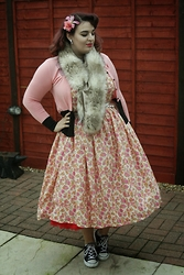 Jodie Marie Davey - Ebay Dress, Collectif Cardigan, New Look Faux Fur Scarf, Crown And Glory Hair Flower, Converse Sneakers - Fruit salad