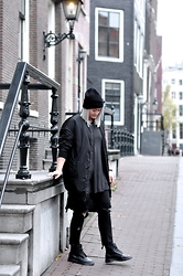 Debbie Nuchelmans - Dr. Martens Boots, Every.Day.Counts Bomberjacket - ALL BLACK AMSTERDAM