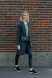 Anna Sofia L. - Chanel Bag, Stella Mccartney Sneaker, Filippa K Knit, Zara Coat - KEEPING IT CASUAL