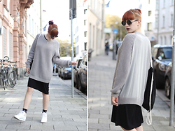 Kaj Lydia - Cos Xxl Pullover, Reebok Classic Sneakers - Layering in Black and Grey