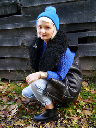 Kate - River Island Bobble Hat, H&M Fur And Leather Gilet, Topshop Boyfriend Jeans, Shoezone Heeled Ankle Boots - BLUE
