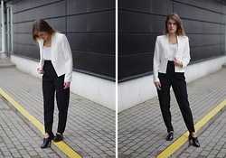 Ūla U. - Mango White Blazer, High Waisted Pants, Clarks - Suit and tie