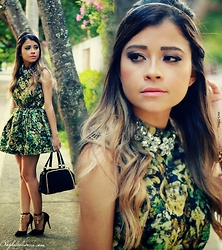 Leticia Oliveira -  - Floral Green