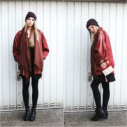 Lea . . . - Humana Vintage Leather Jacket, Gina Tricot Dress, Carhart Beanie - SUNDAYS - Congratulations you made it out of bed !