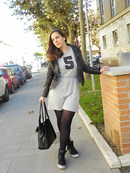 Angelica Giannini - Tezenis Dress, Chiodo In Vera Pelle, Calzedonia Collant, Segue Borsa, Sneakers Platform - Sundays in Autumn