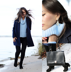 Queen Horsfall - Celebrityfashionlookbook Military Wool Coat, Celebrityfashionlookbook Shoulder Bag, Kristin Perry Accessories, Forever 21 Baby Blue, Forever 21 Everyday Fold Over - York River Park