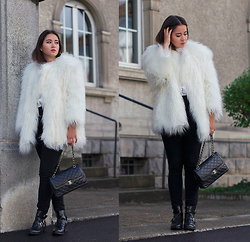 Romina Ch - H&M Faux Fur Cota, Chanel Vintage Bag, La Redoute Boots - Bear in the Street