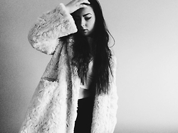 Justina B. - H&M Fur, H&M Top - Cozy day