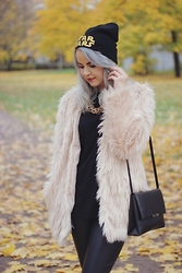 Jenna S - H&M Fake Fur, H&M Star Wars  Beanie, H&M Shoulder Bag, H&M Basic Black, H&M Imitation Leather Trousers - No guts no glory